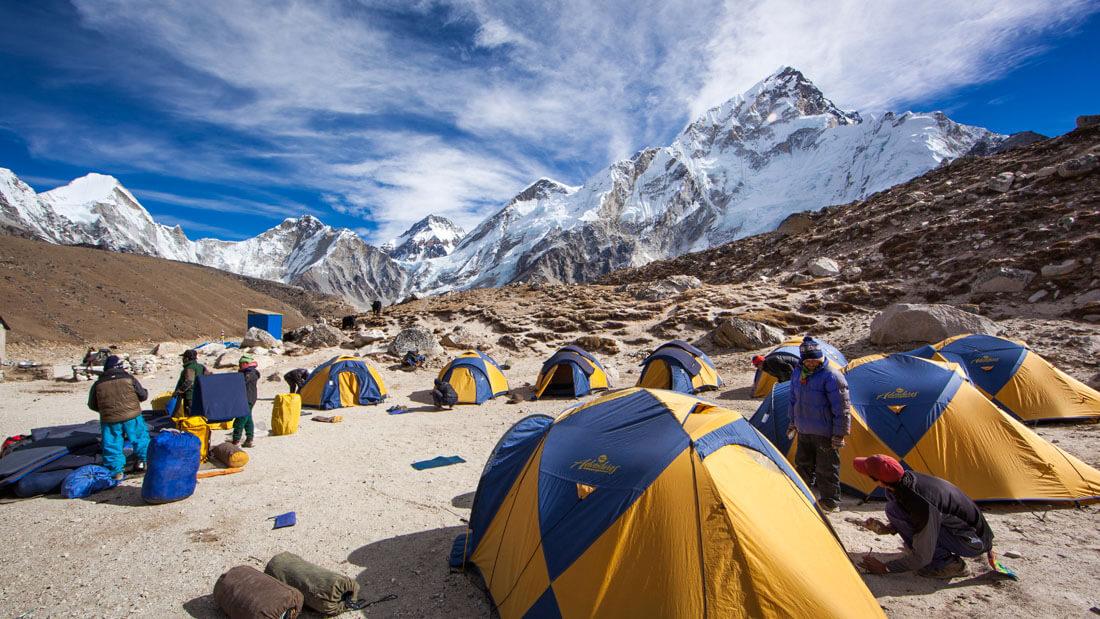 La Cina chiude il monte Everest ai turisti